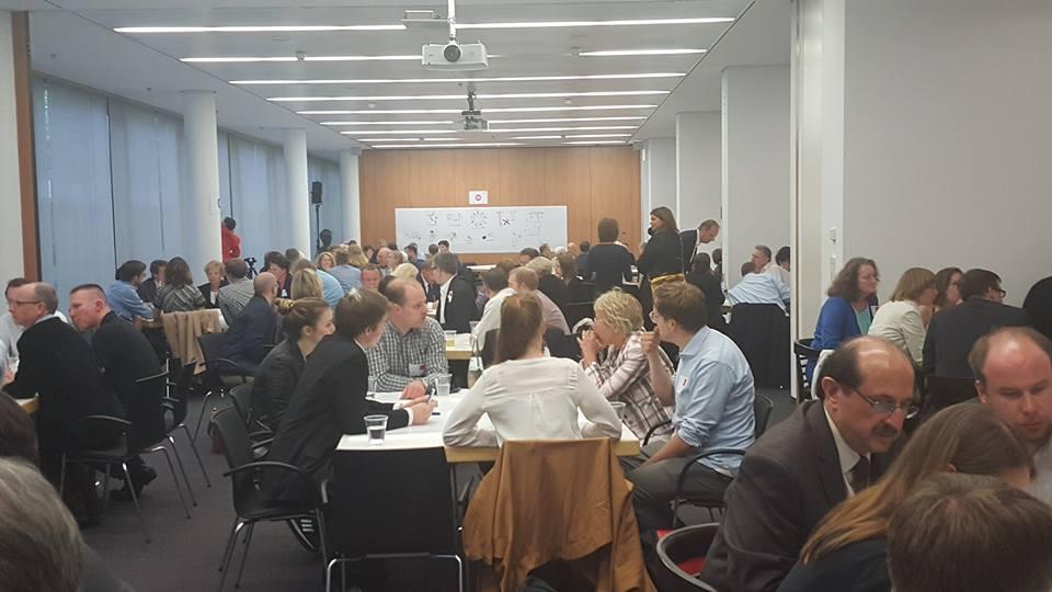 18 Arbeitsgruppen diskutieren über Probleme in Berlin