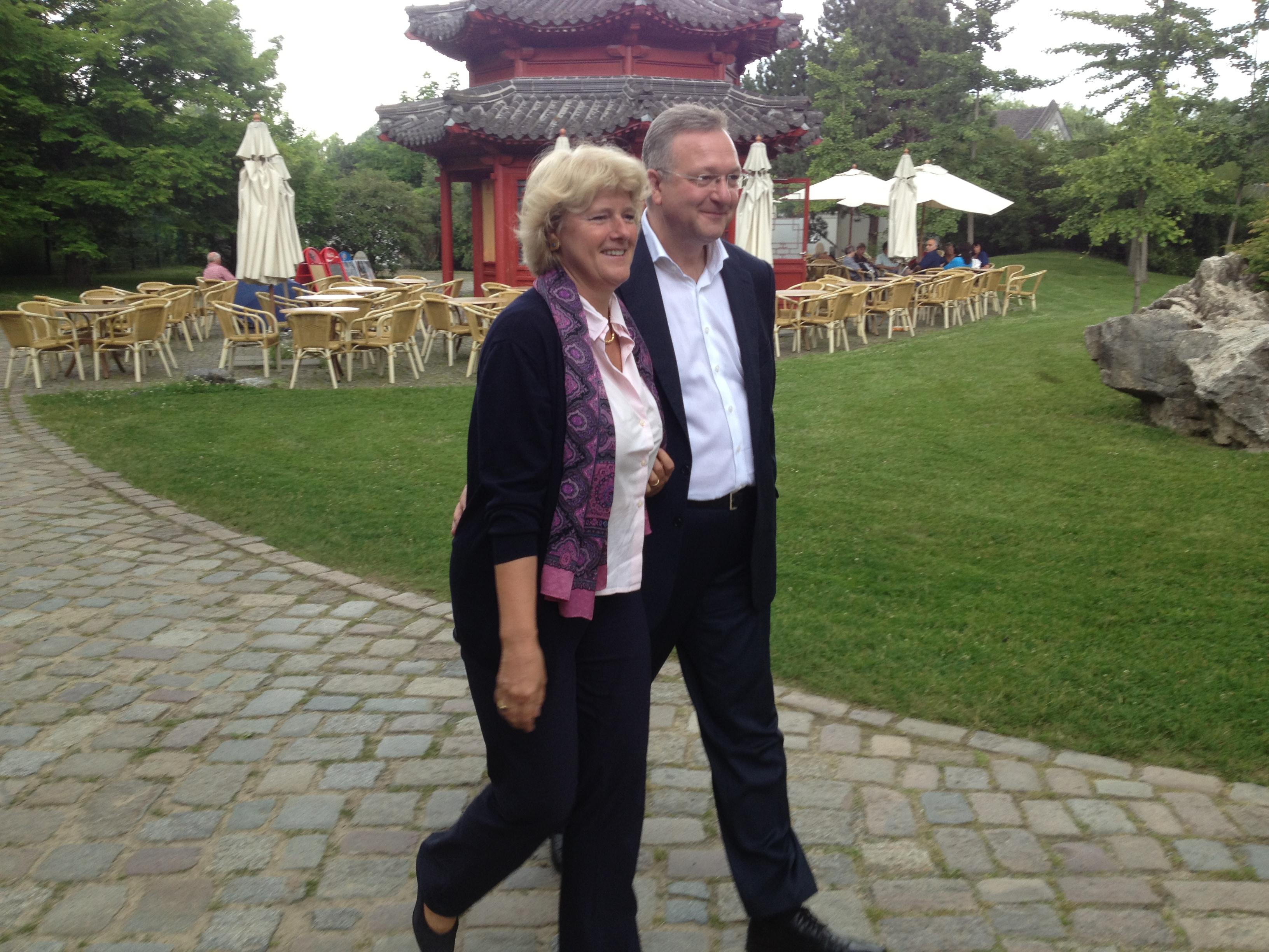 Frank Henkel mit Monika Grütters im ErholungsparkMarzahn