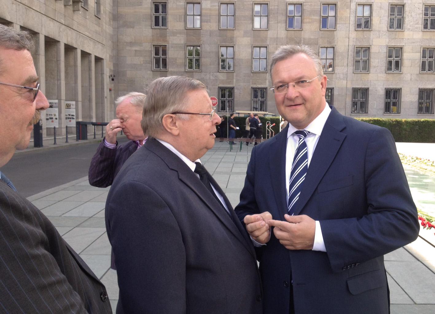 Frank Henkel im Gespräch mit Zeitzeuge Klaus Gronau