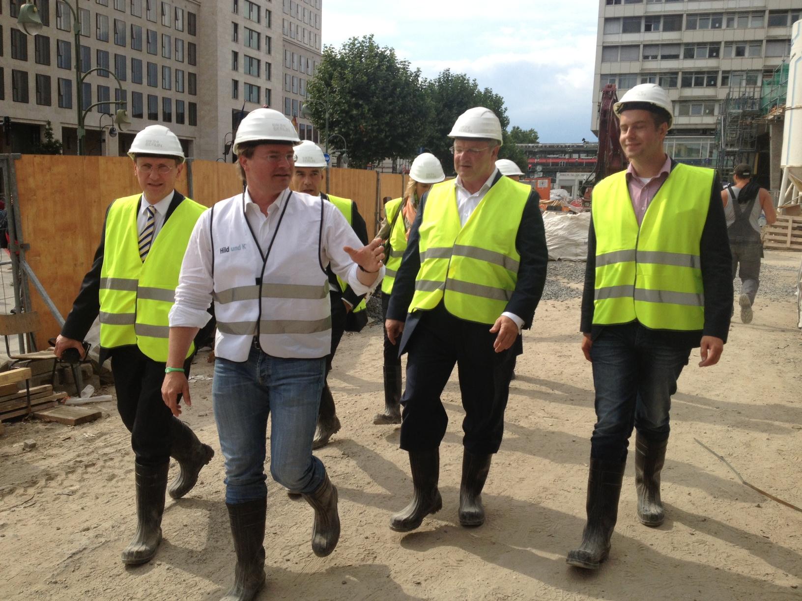 """Frank Henkel besichtigt die Baustelle """"Bikini-Berlin"""""""