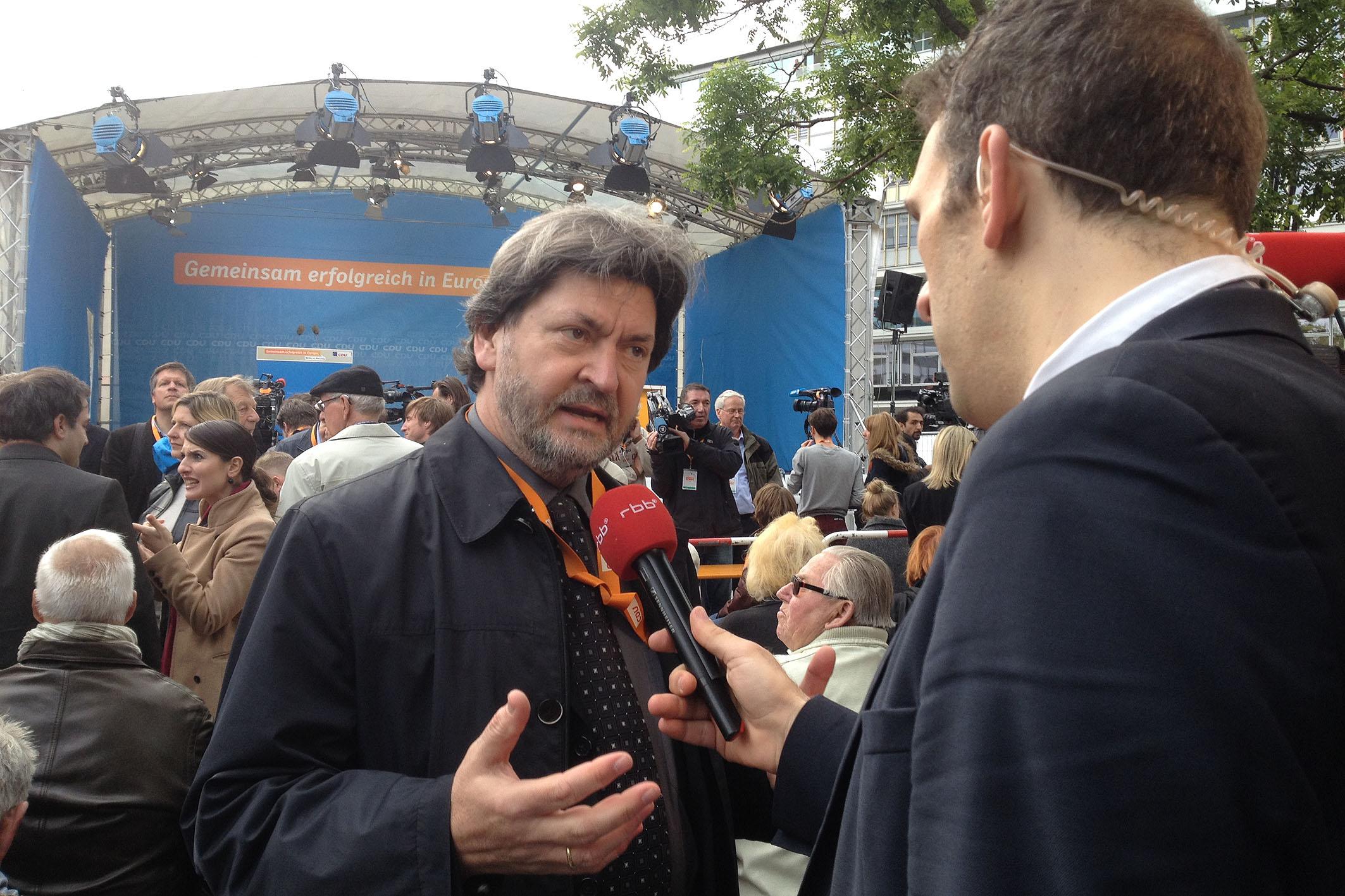 Joachim Zeller auf dem Europafest 2014 im Fernsehinterview