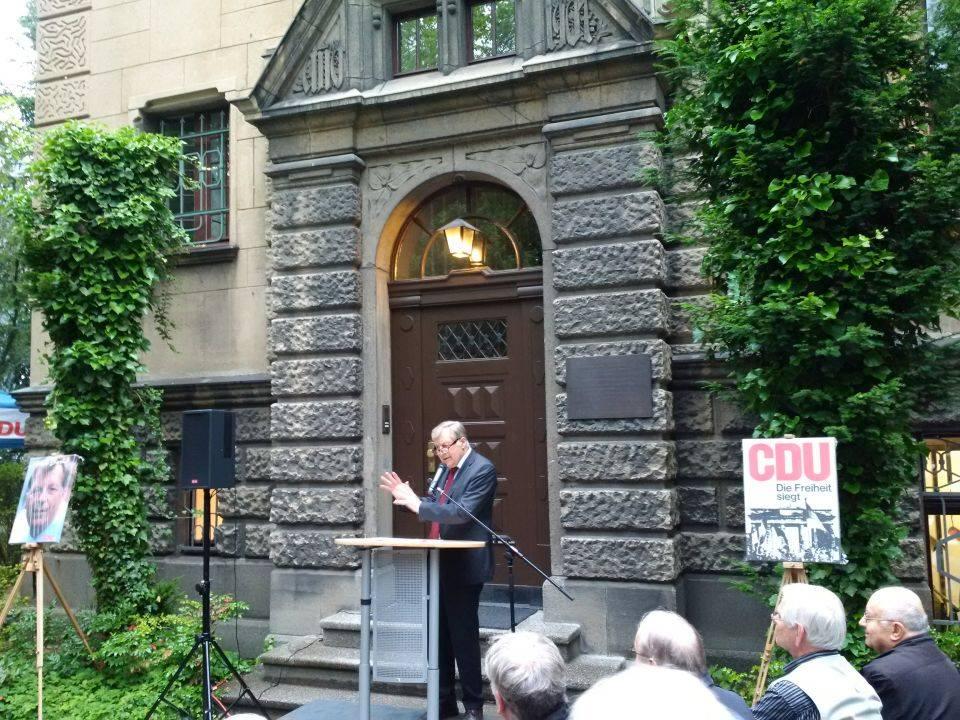 Der ehemalige Regierende Bürgermeister von Berlin, Eberhard Diepgen, hält die Festrede.
