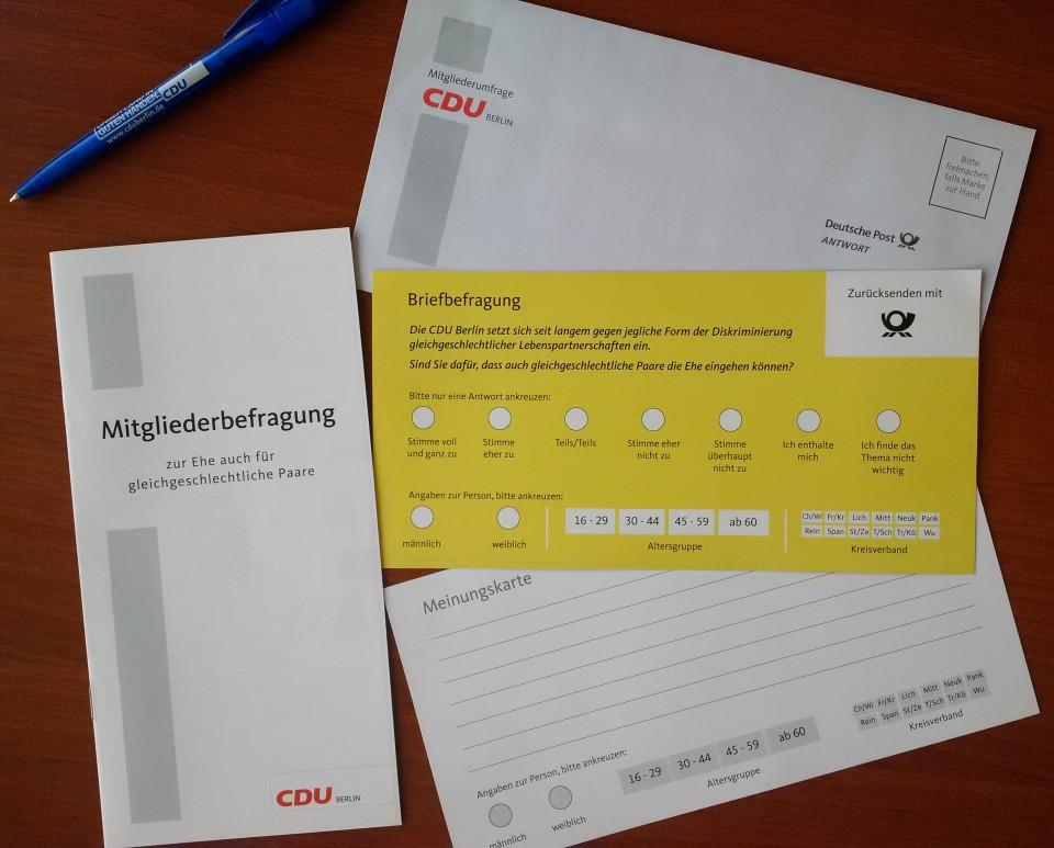 So sehen sie aus: die Befragungsunterlagen, die die Mitglieder der CDU Berlin heute und in den nächsten Tag im Briefkasten finden werden.
