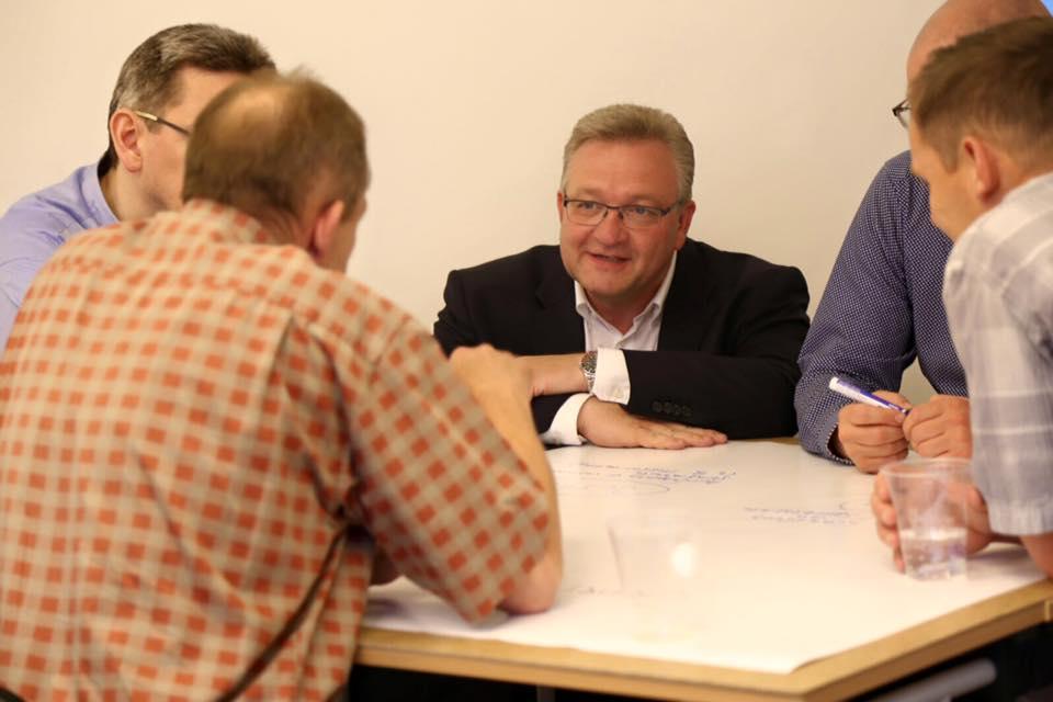 Der Landesvorsitzende der CDU Berlin Frank Henkel diskutiert Ideen für ein Starkes Berlin