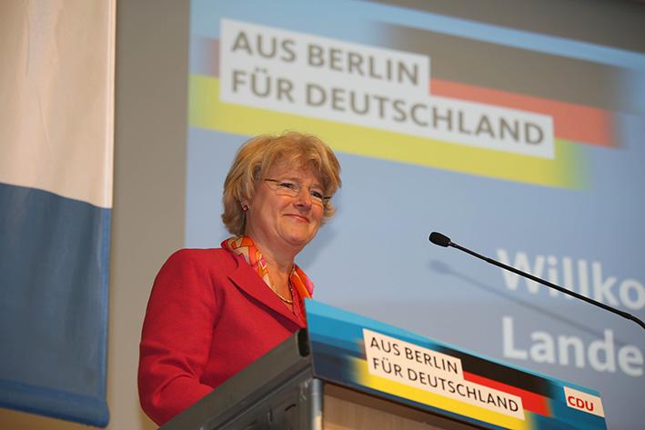 Monika Grütters begrüßt die Delegierten und Gäste der Landesvertreterversammlung