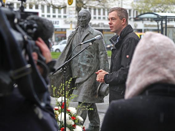 Stefan Evers erinenrt an die Verdienste Konrad Adenauers